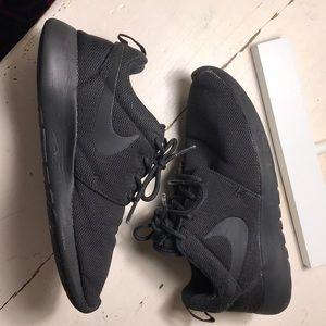 Nike roshe all black unisex? Teen